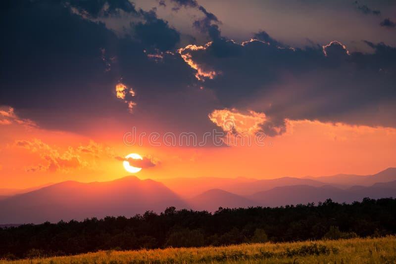 Puesta del sol cárpata foto de archivo libre de regalías