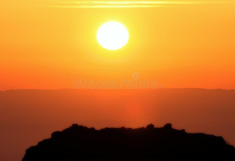 Puesta del sol cerca de Petra, lecho de un río seco Musa fotos de archivo