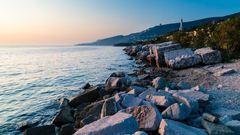 Puesta del sol cerca del faro viejo de Trieste fotografía de archivo libre de regalías