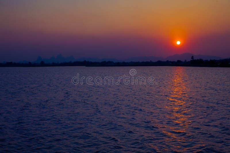 Puesta del sol, cielo, salida del sol - amanecer, amanecer, Sun fotografía de archivo