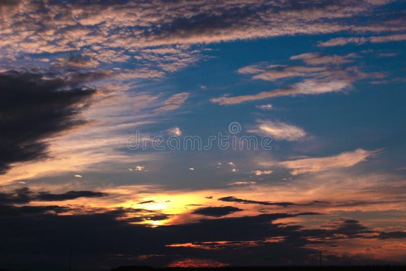 Puesta del sol: cielo y nubes fotografía de archivo libre de regalías