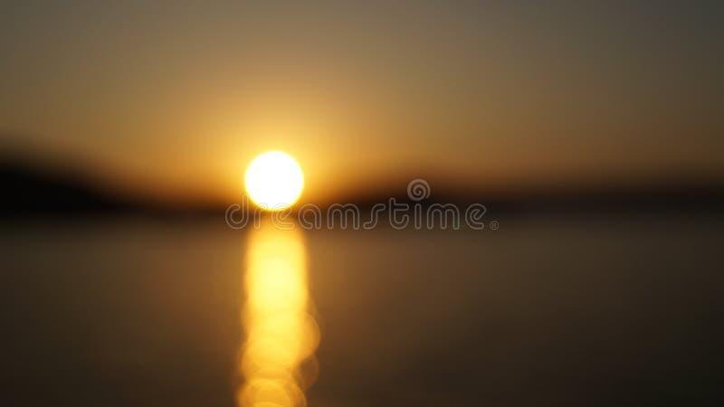Puesta del sol circular - lago Pichhola imagenes de archivo