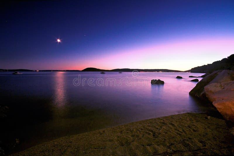 Puesta del sol coloreada fotografía de archivo