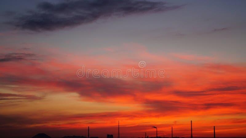Puesta del sol colorida imagenes de archivo