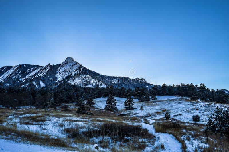 Puesta del sol colorida en las planchas en Boulder, Colorado imágenes de archivo libres de regalías