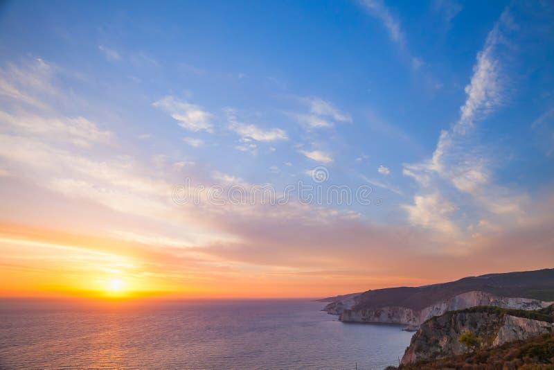 Puesta del sol colorida Foto tomada del cabo Keri fotos de archivo