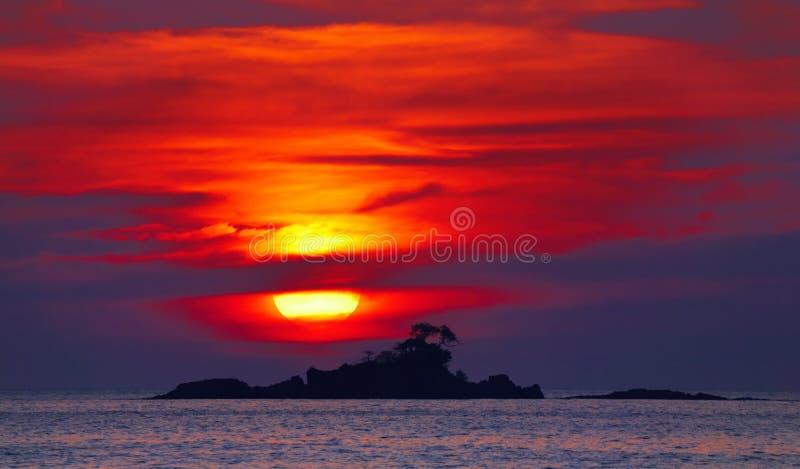 Puesta del sol colorida, Tailandia fotos de archivo