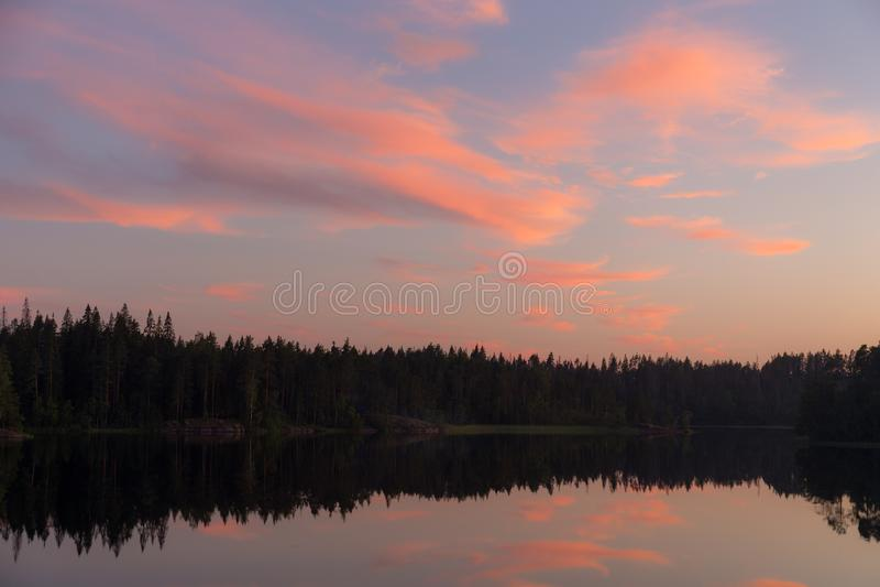 Puesta del sol con las nubes rojas fotos de archivo libres de regalías