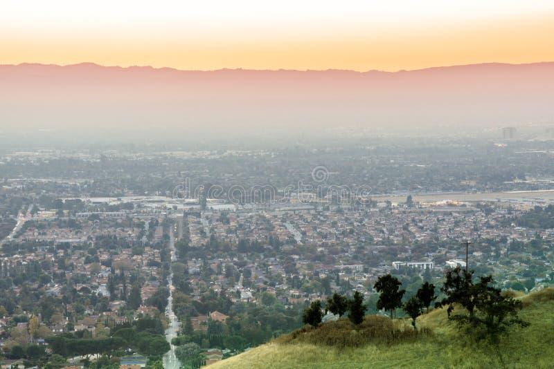 Puesta del sol contaminada aire de Silicon Valley fotografía de archivo
