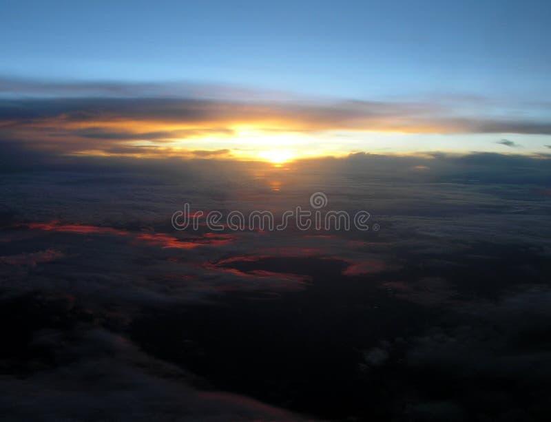 Download Puesta del sol de arriba foto de archivo. Imagen de parcial - 191974