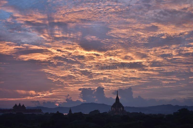 Puesta del sol de Bagan imágenes de archivo libres de regalías