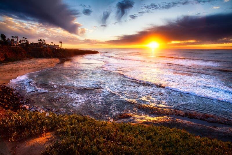 Puesta del sol de California en la playa imagenes de archivo
