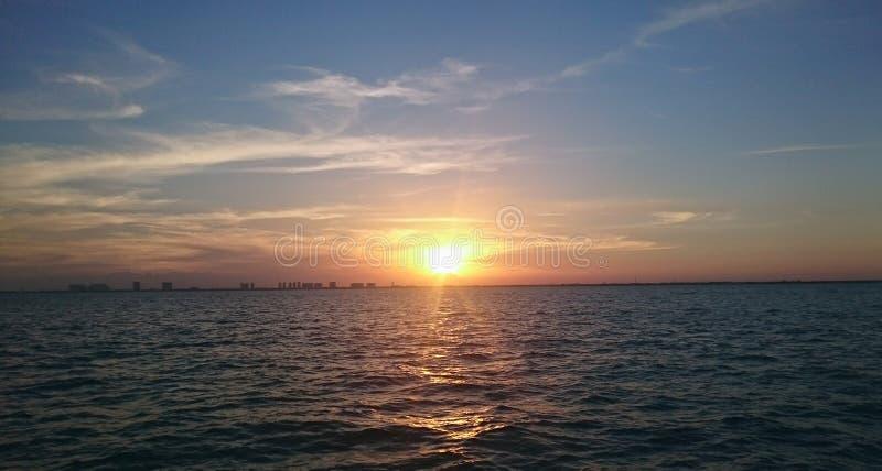 Puesta del sol de Cancun foto de archivo