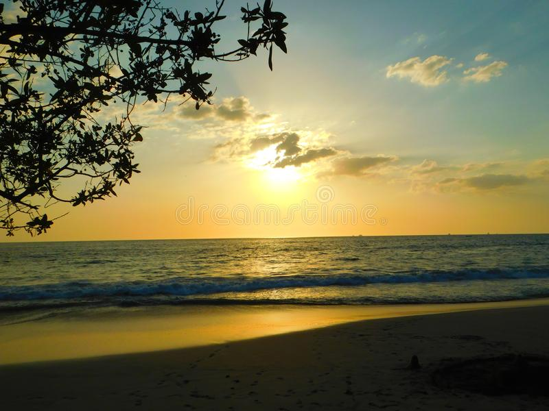 Puesta del sol de Colorfull en Costa Rica foto de archivo libre de regalías