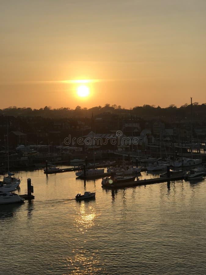 Puesta del sol de Cowes foto de archivo