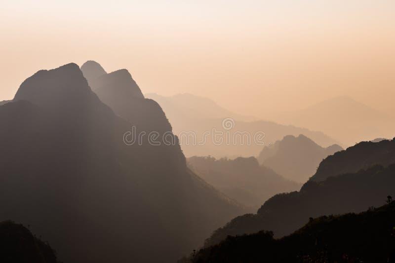 Puesta del sol de Doi Luang Chiang Dao Mountain Landscape fotografía de archivo
