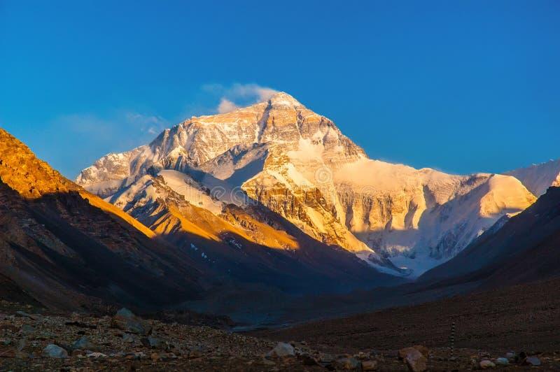 Puesta del sol de escena-Everest de la meseta tibetana (soporte Qomolangma) fotos de archivo libres de regalías