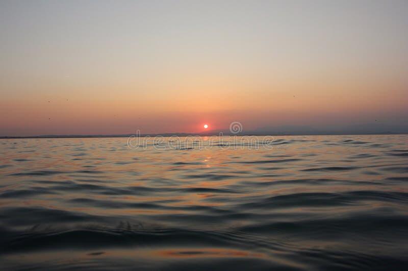 Puesta del sol de Garda del lago fotografía de archivo
