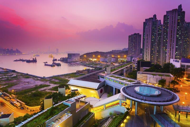 Puesta del sol de Hong-Kong en el centro de la ciudad fotos de archivo libres de regalías
