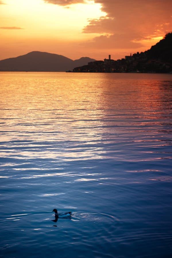 Puesta del sol de Iseo del lago fotos de archivo