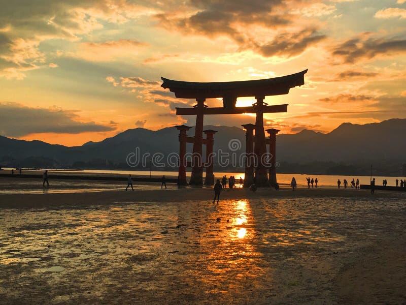 Puesta del sol de Itsukushima fotos de archivo