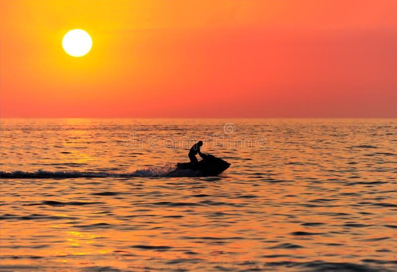 Puesta del sol de Jetski foto de archivo libre de regalías