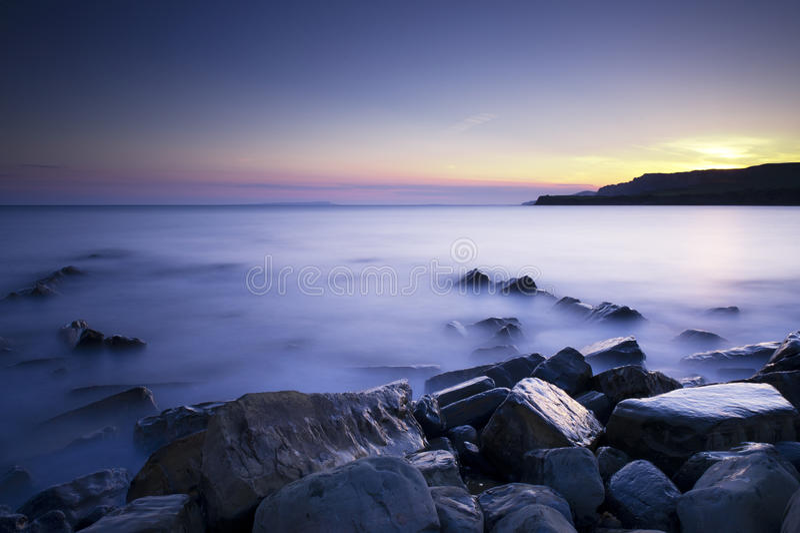 Puesta del sol de la bahía de Kimmeridge fotografía de archivo libre de regalías