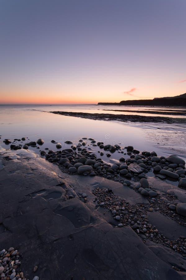 Puesta del sol de la bahía de Kimmeridge imagen de archivo