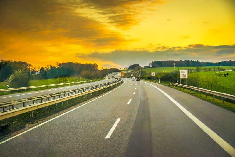 Puesta del sol de la carretera imagen de archivo libre de regalías