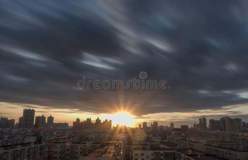 Puesta del sol de la ciudad en China, Harbin fotografía de archivo libre de regalías