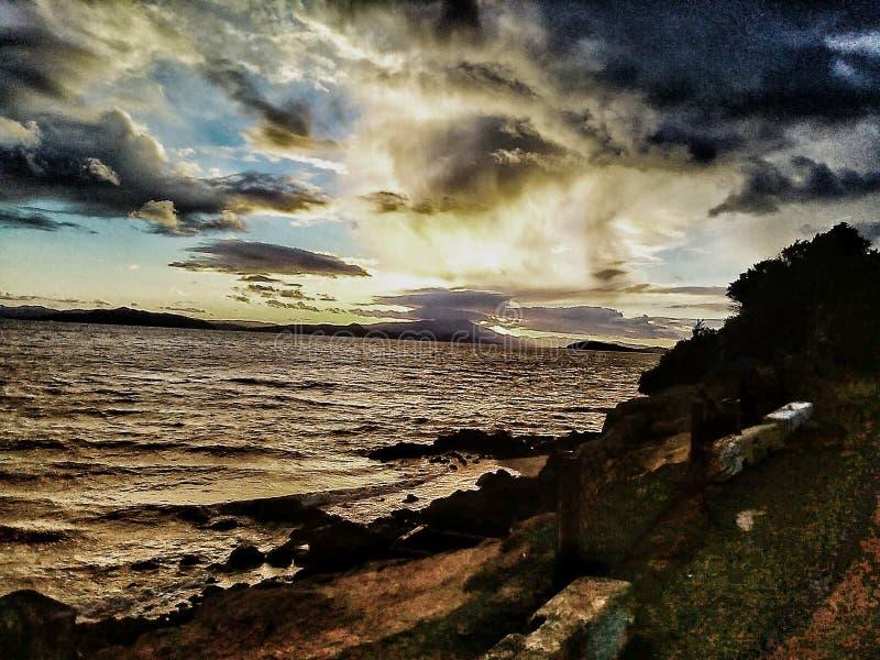 Puesta del sol de la costa imagen de archivo libre de regalías