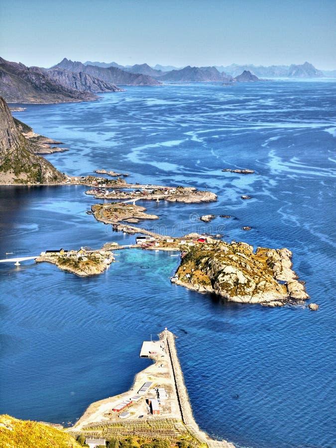 Puesta del sol de la costa costa del paisaje de Noruega, islas de Lofoten fotografía de archivo libre de regalías