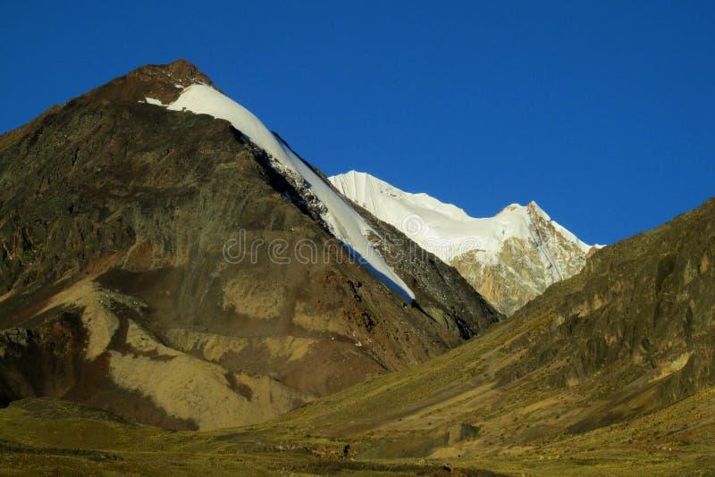 Puesta del sol de la hormiga del pico de la nieve de Bolivia los Andes imagen de archivo libre de regalías