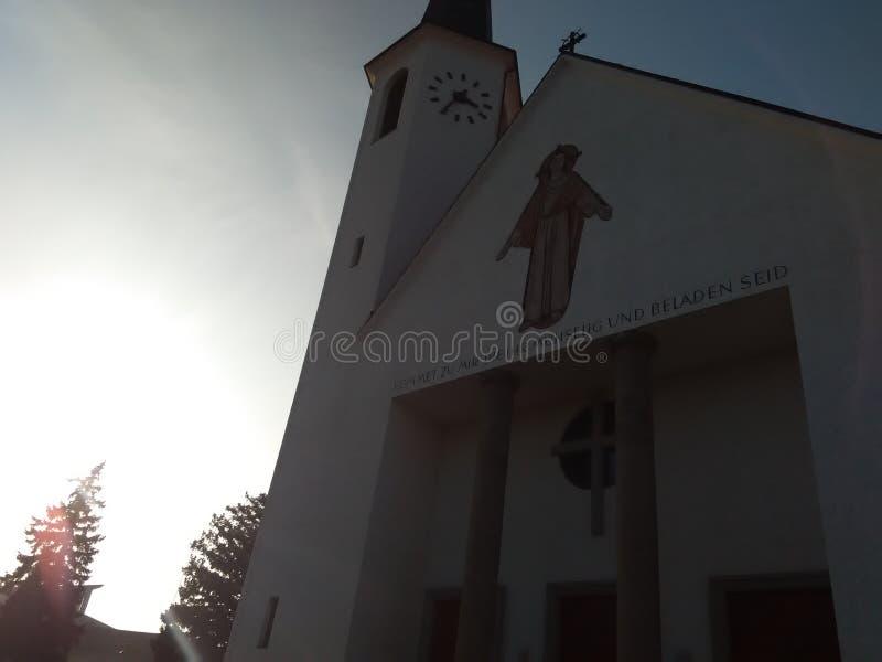 Puesta del sol de la iglesia imagen de archivo