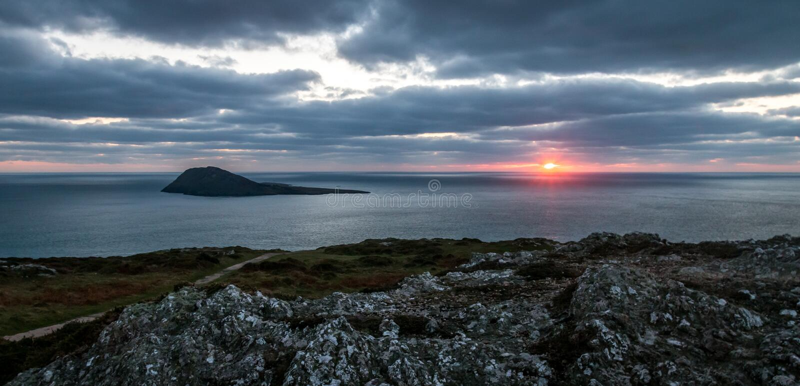 Puesta del sol de la isla imagen de archivo