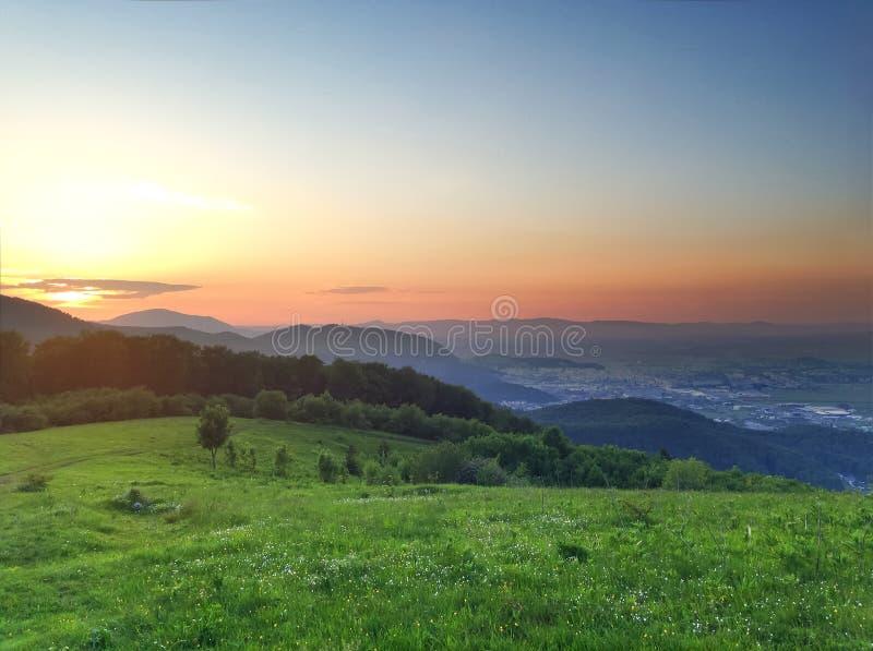 Puesta del sol de la montaña fotografía de archivo