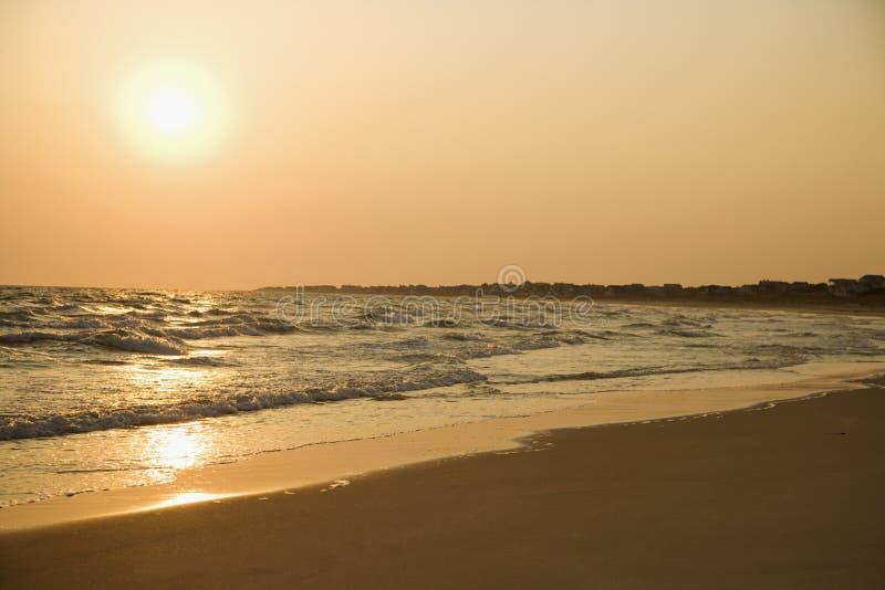 Puesta del sol de la playa. imagen de archivo libre de regalías