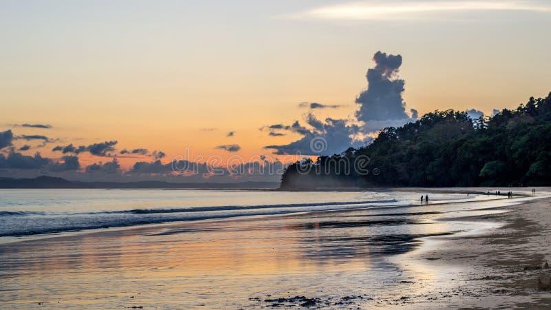 Puesta del sol de la playa de Radhanagar, islas de Andaman foto de archivo