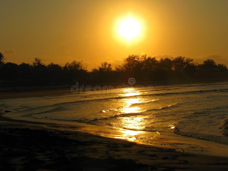 Puesta Del Sol De La Playa De Tofo, Mozambique Imagen de archivo libre de regalías