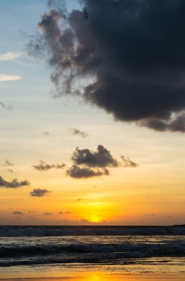 Puesta del sol de la playa del mar imágenes de archivo libres de regalías