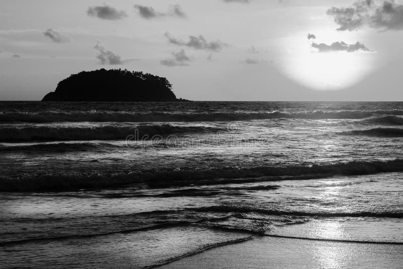 Puesta del sol de la playa del mar imagen de archivo