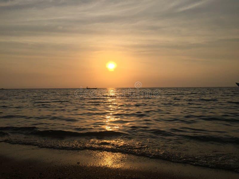 Puesta del sol de la playa que se relaja fotos de archivo