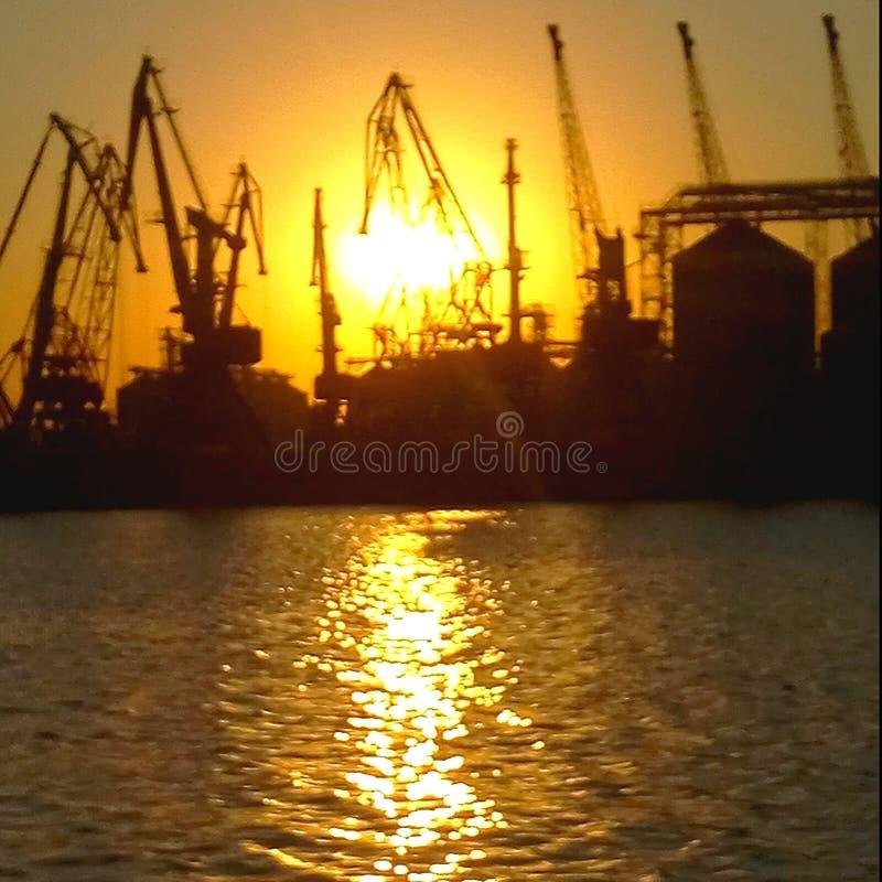 Puesta del sol de la tarde del sol del puerto de Odessa foto de archivo