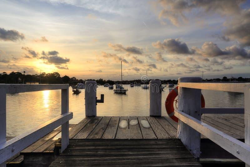 Puesta del sol de la tarde sobre la ensenada Australia del hierro imágenes de archivo libres de regalías