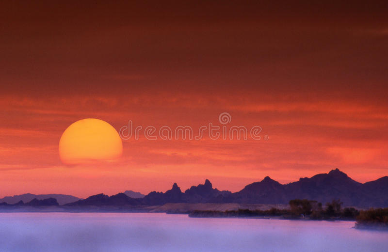 Puesta del sol de Lake Havasu imágenes de archivo libres de regalías