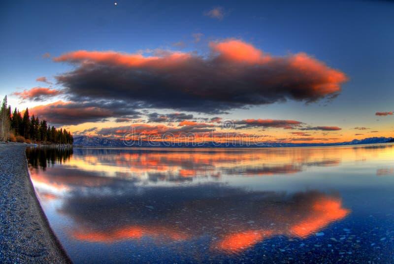 Puesta del sol de Lake Tahoe imagenes de archivo