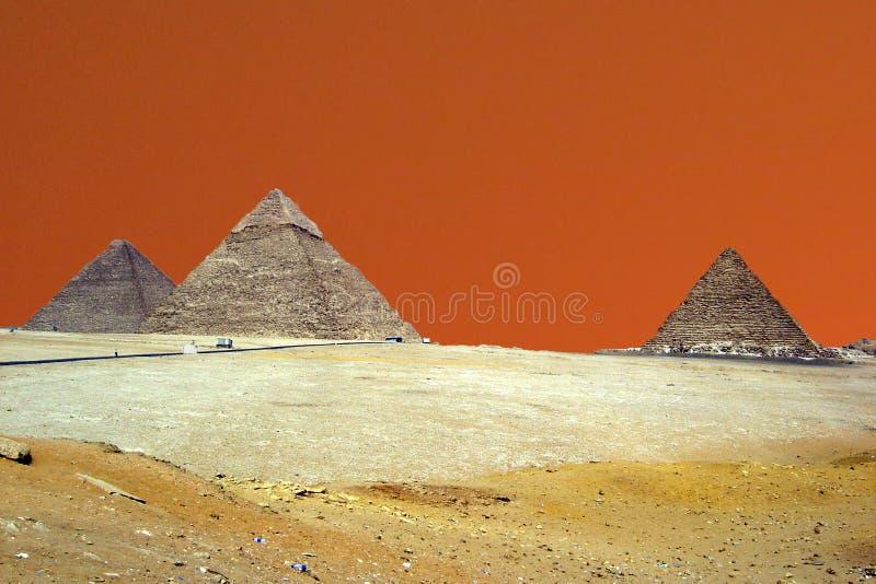 Puesta del sol de las pirámides imagen de archivo