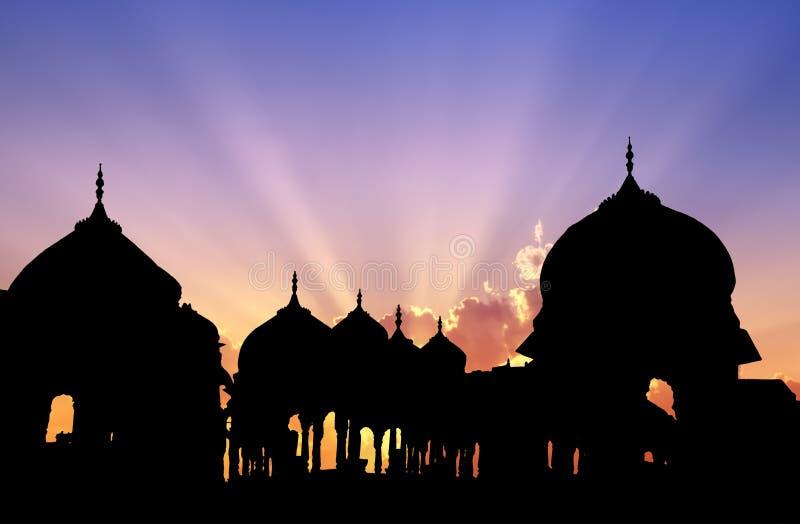 Puesta del sol de los cenotafios de Jaisalmer fotos de archivo