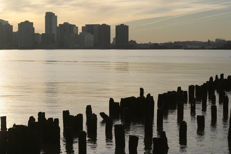 Puesta del sol de Manhattan imágenes de archivo libres de regalías