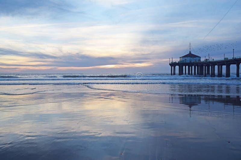 Puesta del sol de Manhattan Beach fotografía de archivo libre de regalías